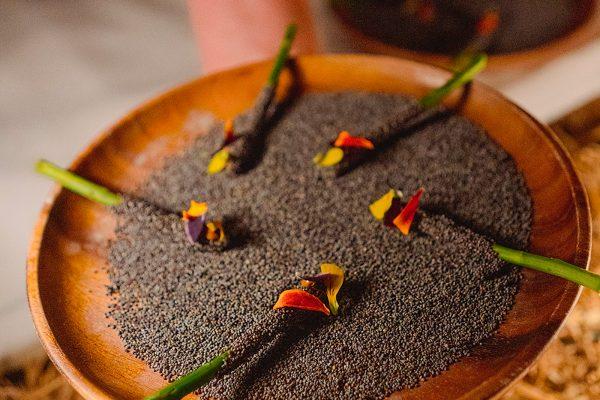 Espárragos silvestres, chocolate y semillas de amapola